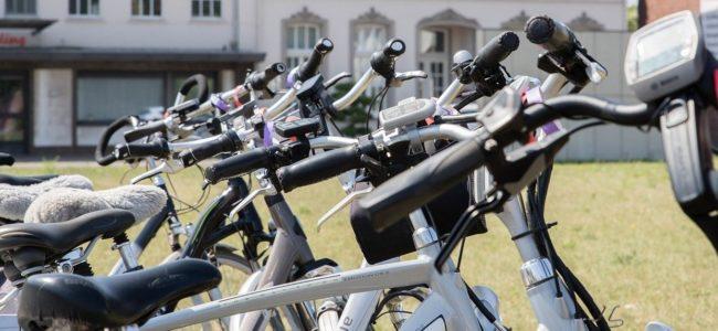 Noa Khamallah explique comment utiliser un vélo électrique pour rester en forme